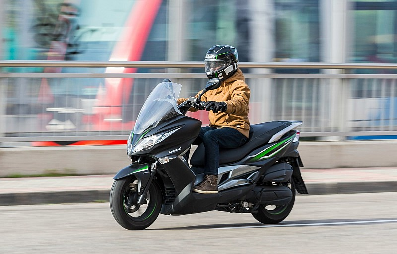 Prueba Kawasaki J125 ABS SE