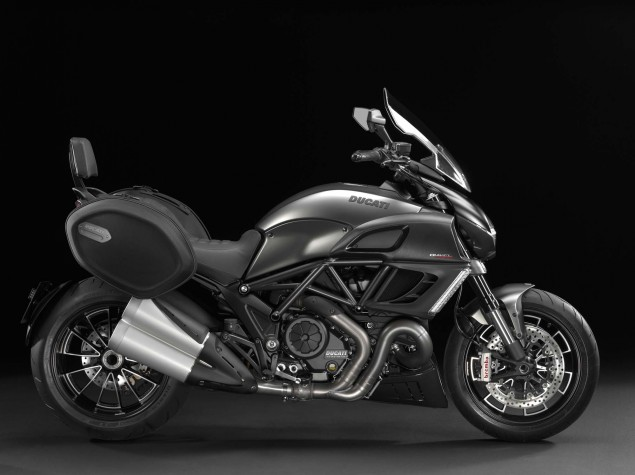 SALON DE INTERMOT Analizamos las motos de 2016-2018-http://www.motofichas.com/images/stories/imagenes/novedades/ducati/diavel_strada/nueva_ducati_diavel_strada_2013_2.jpg