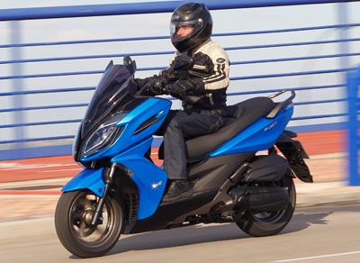 SALON DE INTERMOT Analizamos las motos de 2016-2018-http://www.motofichas.com/images/stories/imagenes/pruebas/kymco_k_xct/presentacin-kymco-k-xct-125_300-accion.jpg