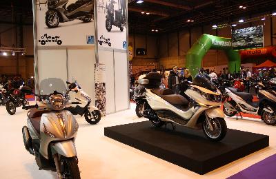 SALON DE INTERMOT Analizamos las motos de 2016-2018-http://www.motofichas.com/images/stories/imagenes/reportajes/moto_madrid_2013/moto_madrid_2013_stand_piaggio.jpg