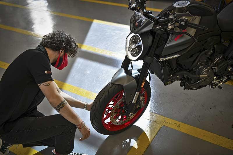 ducati monster 2021 produccion 03