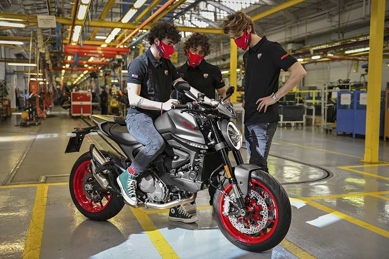ducati monster 2021 produccion 04