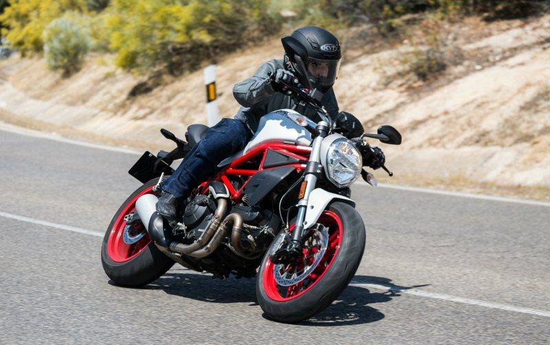 prueba ducati monster 797 accion texto