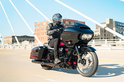 harley davidson CVO Road Glide Riding 2021 5