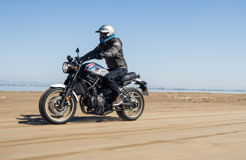 yamaha xsr700 xtribute prueba off road playa