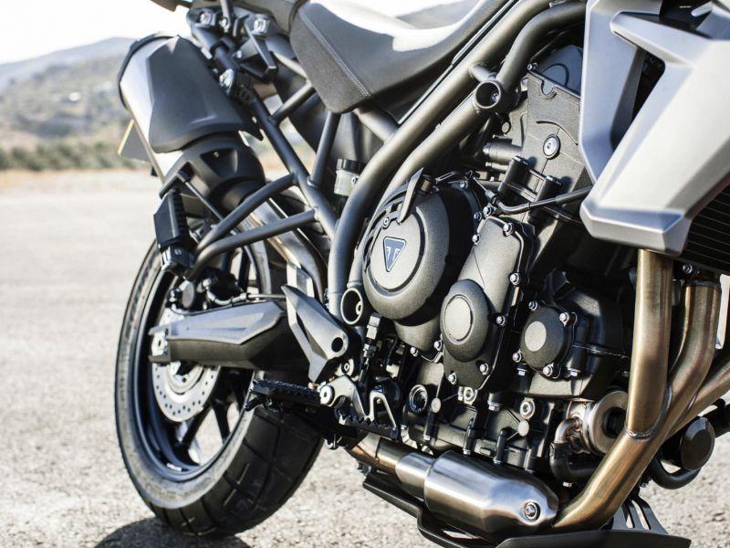 03 Triumph tiger 800 XR 2015 motor-medium