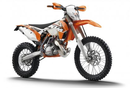 02 ktm 200 exc 2015 frontal estudio-gallery