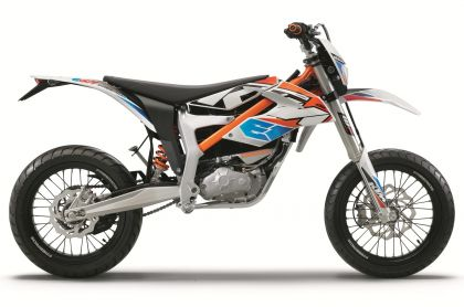 01 ktm freeride e sm 2015 lateral estudio-gallery
