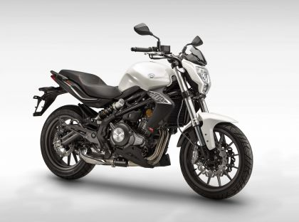 01 Benelli BN302 2015-gallery
