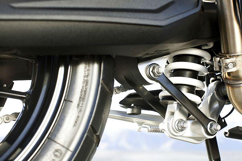 04 Triumph tiger 800 XR 2015 suspension-medium