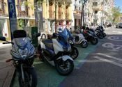 ¿Se puede aparcar la moto en las aceras de Madrid?
