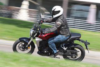 Prueba Honda CB300R: con sello de calidad