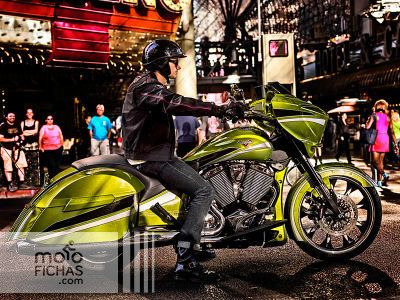 2015-baggers-cross-country-magnum-plasma-lime