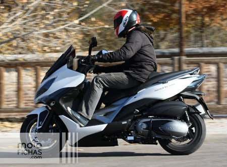 prueba-kymco-xciting-400-accion-barrido-lateral