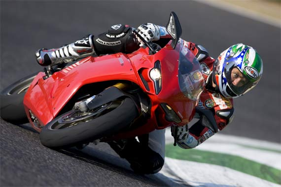 troy-bayliss-ducati-riding
