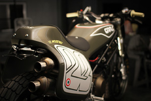 ducati-monster-tracker-earle-motors-apertura